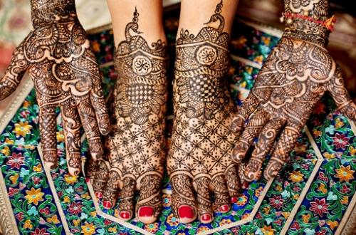 Big Flowers Mehandi Designs for Brides
