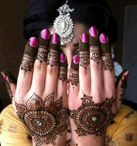Big Round Bridal Mehandi Patterns