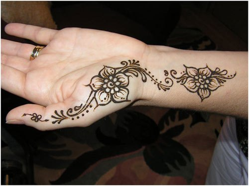 Mehandi Design on Hands for Office Parties
