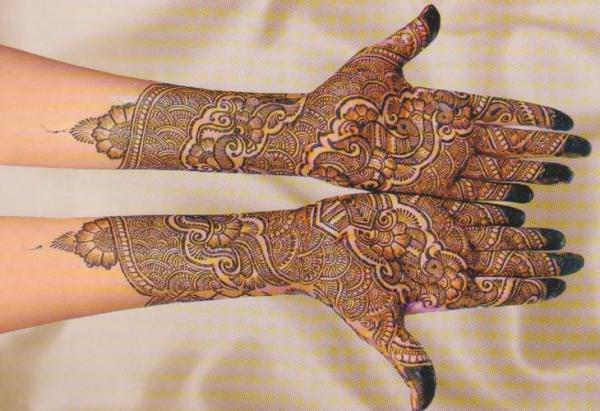 Popular Peacock Mehandi Design for Bridal Hands