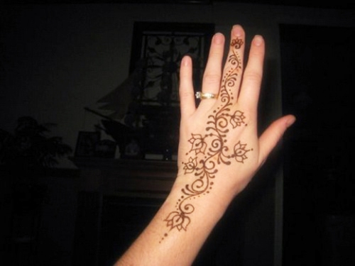 Simple Arabic Mehandi Pattern for Hands 22