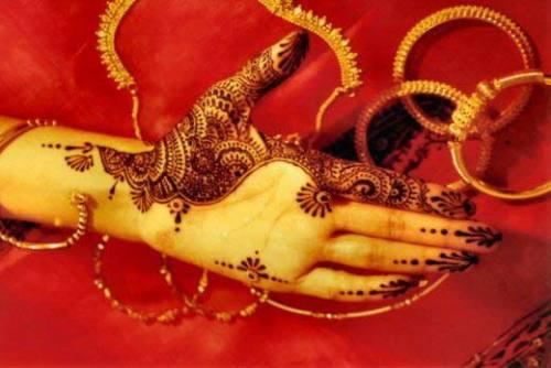 Simple Mehandi Designs for Brides
