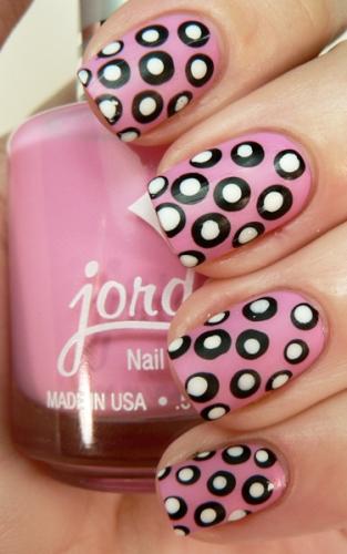 polka-dot-nail1
