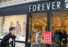 Forever 21 closing stores