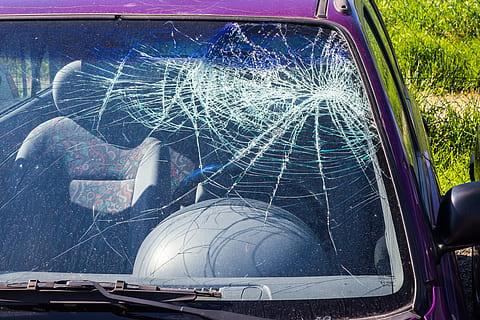 repair or replace car windshield