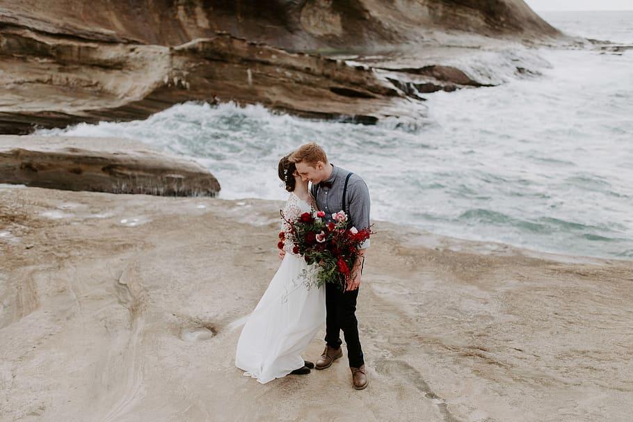 couple doing elope wedding